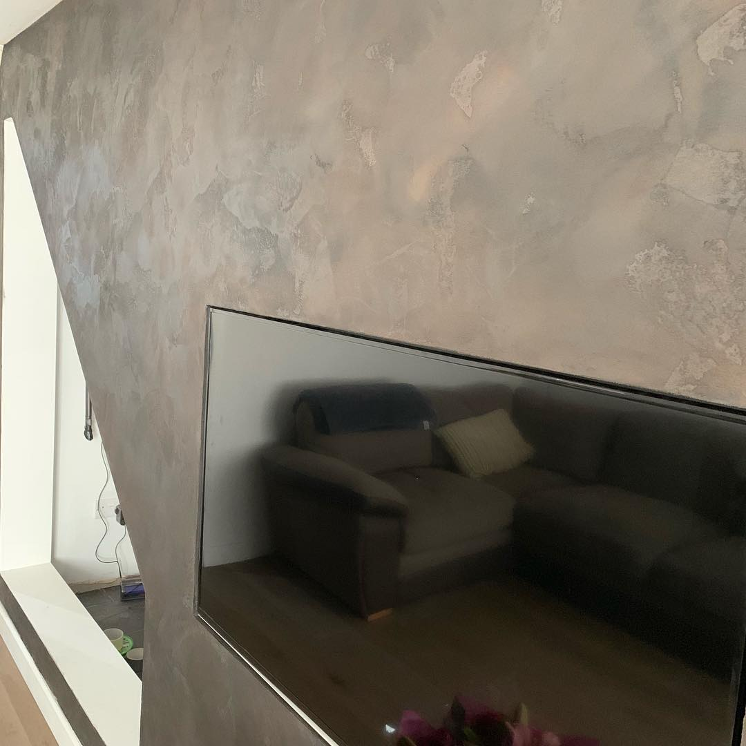 Venetian Plaster living room TV - Calce & Calce Bespoke Venetian Plaster
